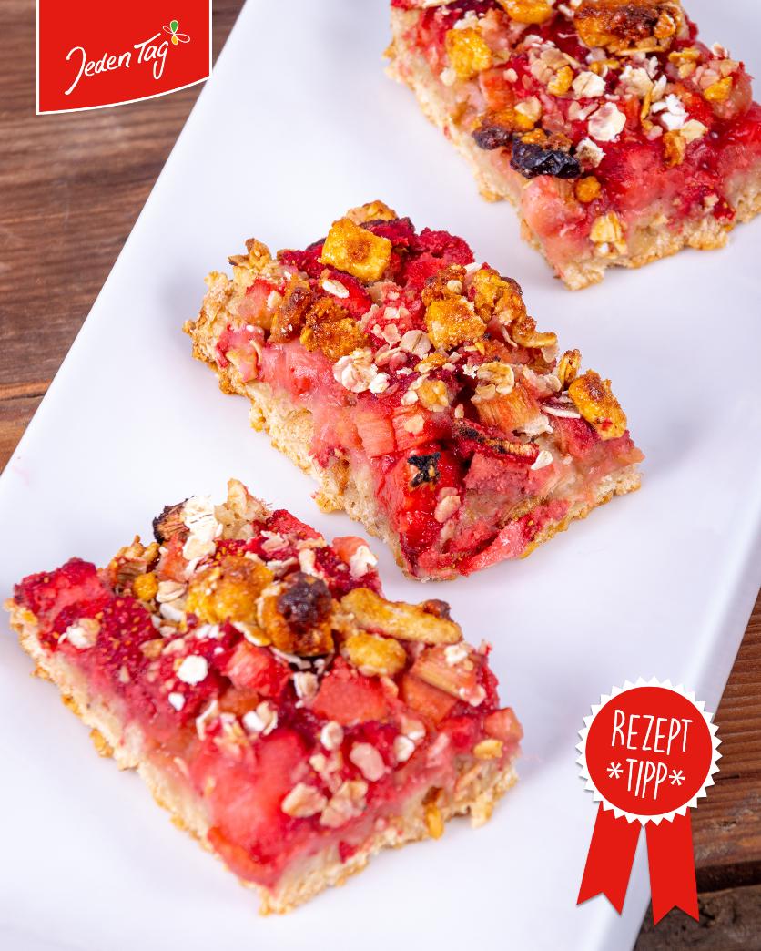 Jeden Tag Rezept-Tipp: Rhabarber-Erdbeer-Streuselkuchen